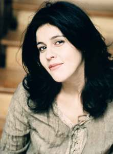 Souad Massi. Photo: Carole Bellaîche